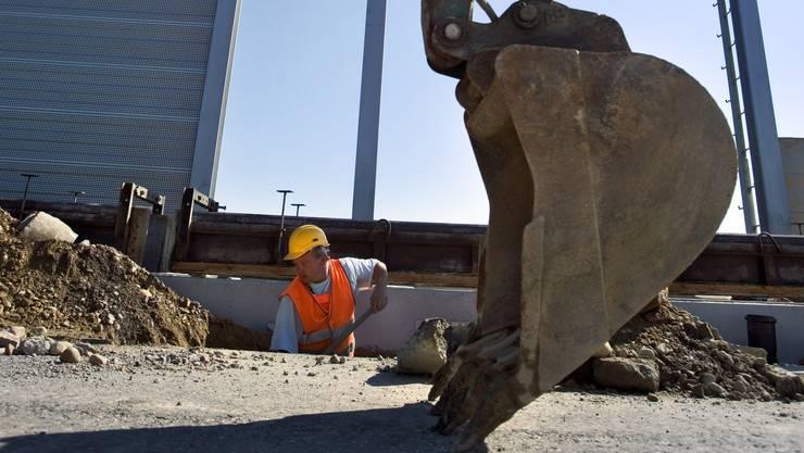 Ein Bagger beschädigte eine Gasleitung. Deshalb musste ein Teil des Zürcher Westrings gesperrt werden (Symbolbild).