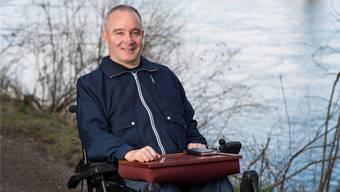 Am Wasser hat sich sein Leben vor 32 Jahren auf einen Schlag verändert: Peter Lude am Ufer des Rheins in Bad Zurzach. Alex Spichale