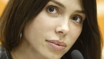 Mel Gibsons Ex-Freundin, Oksana Grigorieva, zieht ihre Anklage wegen häuslicher Gewalt zurück