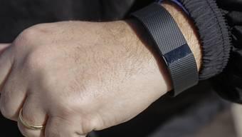 Fitbit produziert Armbänder, die Schritte zählen. (Archiv)