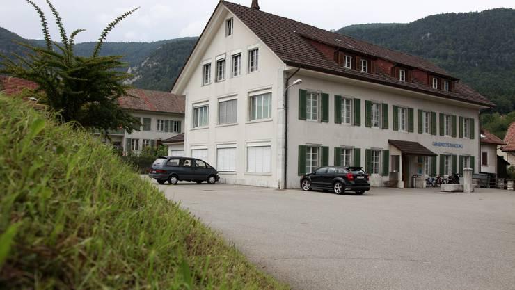 Die Nachbarn des Gemeindehauses werden ihre Grundstücke über das Areal des Gemeindehauses erschliessen.
