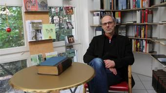 Peter Kuntner gibt die Schliessung des «Goldenen Kalbs» auf Ende Januar 2012 bekannt.HHS