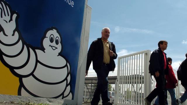 Arbeiter verlassen ein Michelin-Werk in Clermont-Ferrand