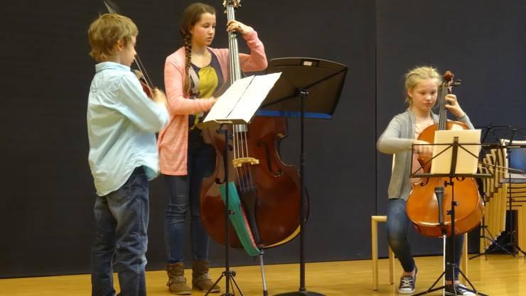 Die jungen Musizierenden beeindruckten auf der Dietiker Stadthaus-Bühne.