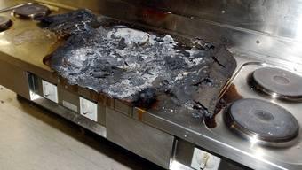 Die Küche geriet beim Kochen in Brand (Symbolbild)