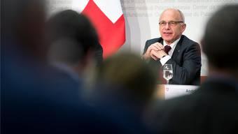 Ueli Maurer kündigte die Pläne zur Stärkung der aufstrebenden Fintech-Branche im Oktober an. (Archivbild)