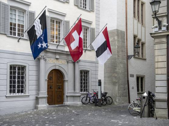 Blick auf das Stadthaus in Baden. Am Montag wird Geri Müller hierher zurückkehren.