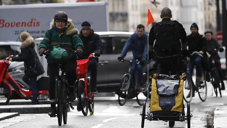 Das Velo ist in Paris angesichts der anhaltenden Streiks ein beliebtes und vor allem verlässliches Verkehrsmittel. (Archivbild)