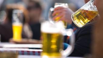 Gesundheitsrisiken bestehen schon beim Genuss von geringen Mengen Alkohol, sagt eine Studie. (Archivbild)