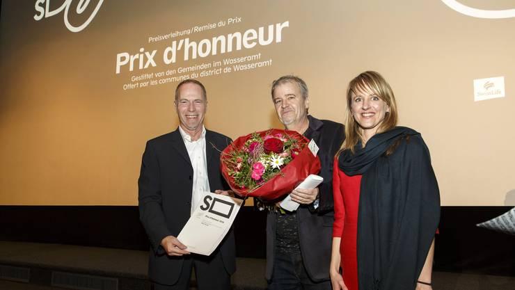 Verleihung des Filmpreises Wasseramt an Antoine Jaccoud: v.l.: Thomas Fischer (GP 3 Hoefe),  Antoine Jaccoud (Preistraeger), Seraina Rohrer (Direktorin Filmtage)