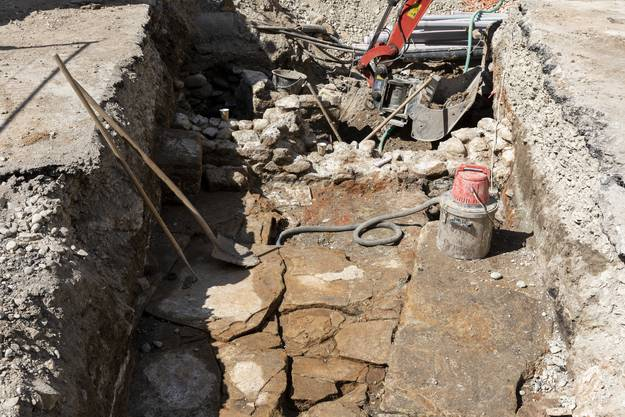Die freigelegten Mauern stammen von einem römischen Bad.