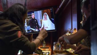 Die britische Hochzeit zwischen Prinz Harry und der US-Schauspielerin Meghan Markle wurde auf zahlreichen TV-Bildschirmen live mitverfolgt. (Symbolbild)