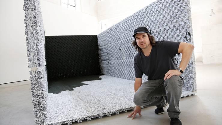 John Beech baute im Hauptraum einen lebensgrossen Container auf