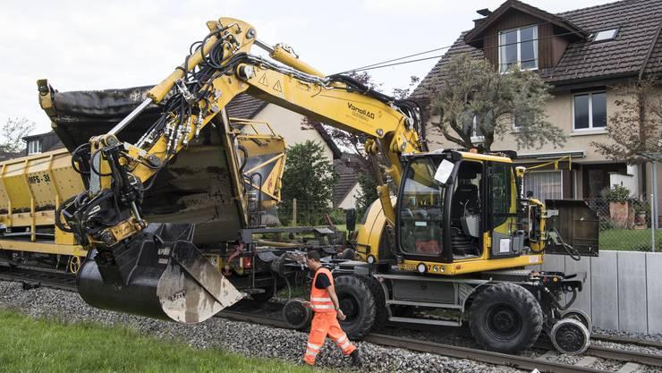 Blick auf den entgleisten Bauzug in Richterswil.