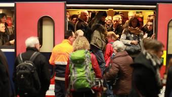 Bei Verspätungen sollen Zugpassagiere künftig einen Rechtsanspruch auf finanzielle Entschädigung erhalten.