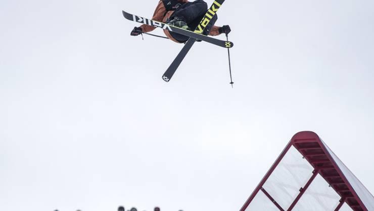Andri Ragettli fliegt beim Saisonfinale der Freeskier zum Sieg