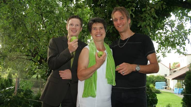 Der abtretende Parteipräsident Jonas Fricker mit seinen Nachfolgern Gertrud Häseli und Andreas Thommen. (Bild: Peter Larson)