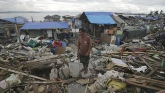 """Zerstörungen nach dem Taifun """"Haiyan"""" auf den Philippinen (Archiv)"""