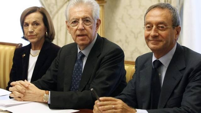 Mario Monti (m), mit Gesundheitsministerin Elsa Fornero und Untersekretär Antonio Catricala