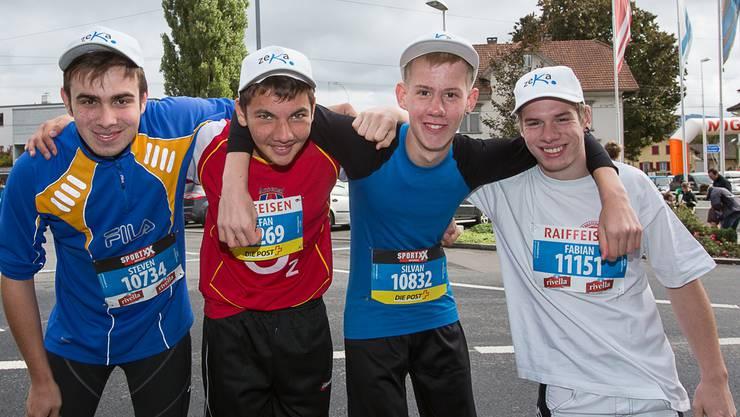 Steven, Stefan, Silvan und Fabian sind stolz, den 10-Kilometer-Lauf um den halben Hallwilersee geschafft zu haben. Pascal Meier