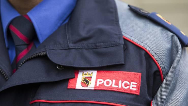 Die Berner Polizei ermittelt nach dem Tod eines Mannes in Moutier. Der Verstorbene weist Stichverletzungen auf.