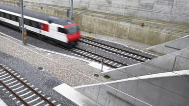Auf der Neubaustrecke fährt der Zug durch einige Tunnel. (Archiv)