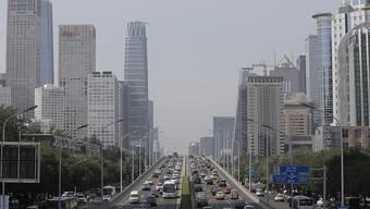 Für die Entwicklung selbstfahrender Autos, wo BMW mit Tencent zusammenarbeiten will, bietet der manchmal chaotische Verkehr in Peking schwierige Testbedingungen. (Archivbild)