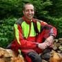 Revierförster Patrik Mosimann möchte die Bevölkerung für den Wald sensibilisieren.