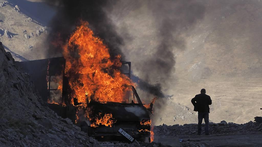 ARCHIV - Rund ein Jahr nach Beginn der militärischen Auseinandersetzungen zwischen Armenien und Aserbaidschan, werden auf armenischer Seite rund 250 Menschen vermisst. Foto: ---/AP/dpa