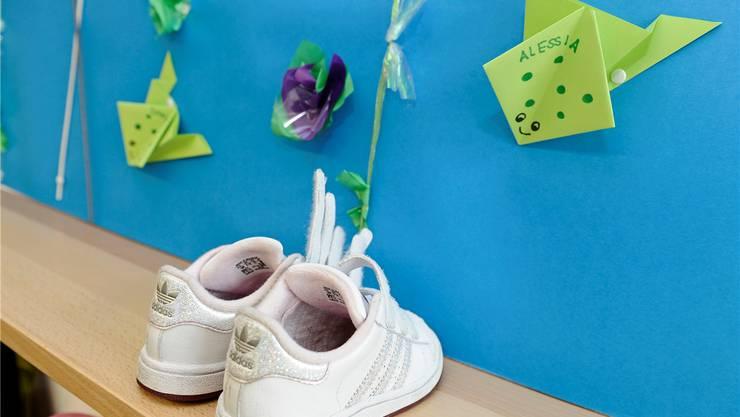 Ab Sommer können die Mädchen und Buben aus Habsburg den Weg zum Kindergarten zu Fuss bewältigen. Kenneth Nars