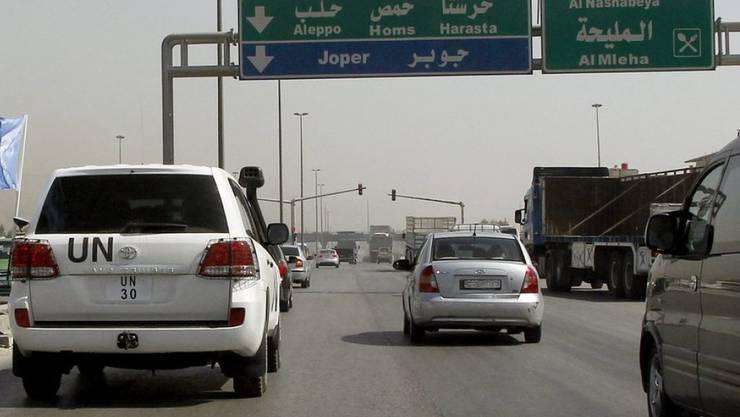 UNO-Fahrzeug unterwegs auf einer Strasse Richtung Harasta. (Symbolbild)