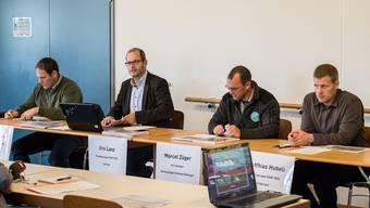 Ging auf Einwände ein: Die Projektgruppe zum Schwingfest in Aesch unter der Leitung von Urs Lanz (2. v. l.) präsentierte gestern redimensionierte Pläne. Kenneth Nars