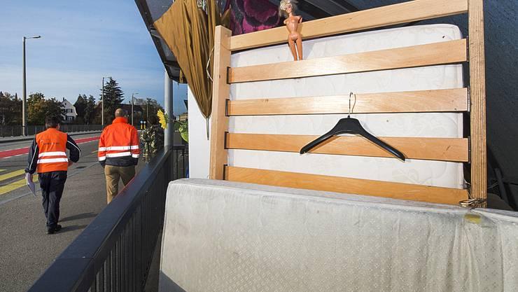 Am Freitagmorgen besuchten SBB-Mitarbeitende Daniel in seinem Veloständer-Zuhause und wollten ihn wegschicken.