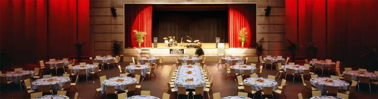 Die Eventhalle eignet sich auch für Bühnenanlässe.