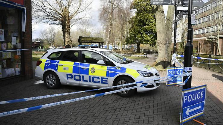 In der englischen Stadt Salisbury sperrte die Polizei am Sonntag mehrere Strassen und alarmierte Spezialkräfte. Zuvor waren zwei Personen nach einem Restaurantbesuch aus unbekannten Gründen erkrankt. (Archivbild)