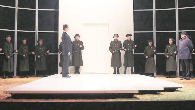Ausschnitt aus der Oper Fidelio, die am Samstag um 20 Uhr im Stadttheater zu sehen ist.