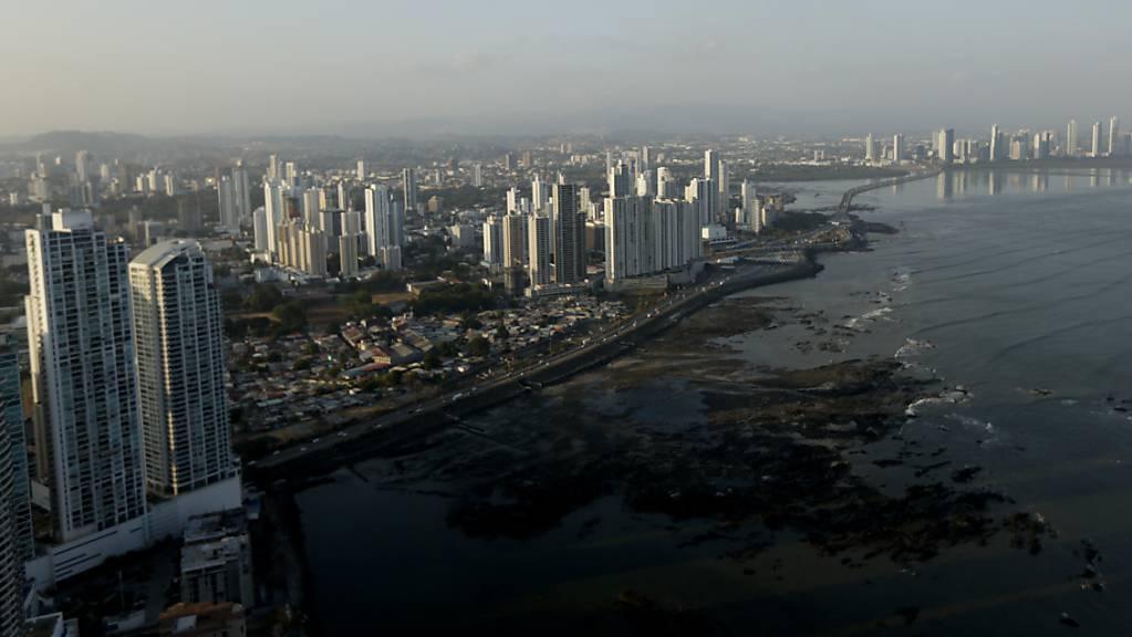 Ein riesiges Datenleck enthüllt nach Angaben eines internationalen Recherchenetzwerkes die heimlichen Geschäfte hunderter Politiker mit Briefkastenfirmen. (Archivbild von Panama Stadt)