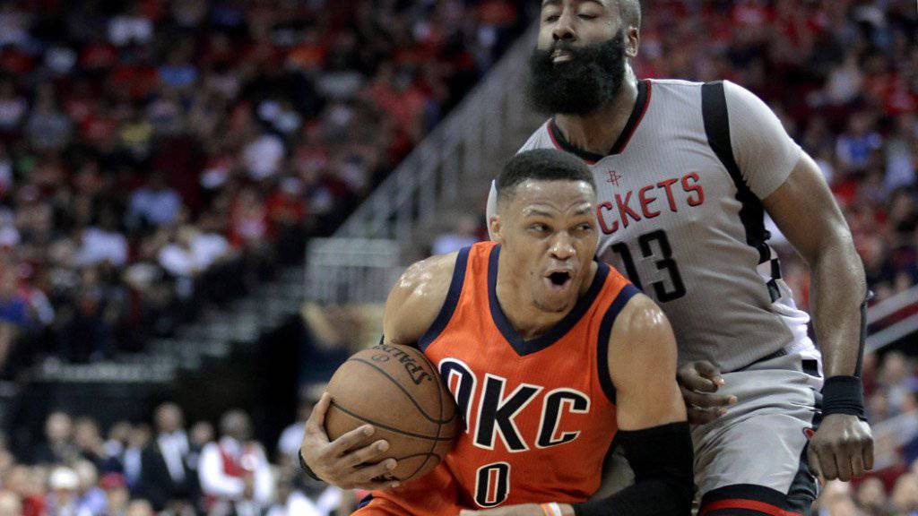 Zwei Superstars im Duell: Russell Westbrook (links) und James Harden.