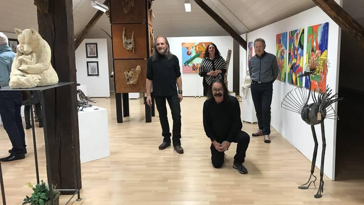 Thomas Zahnd (links), Natascha Ortega (hinten), Aschi Glanzmann (kniend) und Joschi.