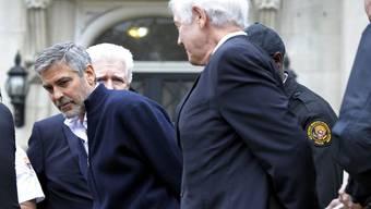 George Clooney wird abgeführt