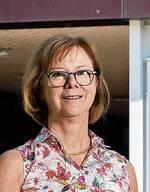 Die 63-Jährige hat im Frühjahr 1988 ihre Stelle im Doppelkindergarten Weihermatt angetreten. Im August 2000 übernahm Dällenbach mit Christina Fröhlich als Hauptleiterin die neu geschaffene Co-Schulleitung für die Kindergartenstufe. Berufsbegleitend absolvierte sie die einjährige Schulleiter-Ausbildung an der Pädagogischen Hochschule Zürich. Nach der Pensionierung ihrer Stellenpartnerin übernahm sie im August 2012 die Schulleitung der Kindergartenstufe. Daneben arbeitete sie all die Jahre weiterhin als Kindergartenlehrerin. Dällenbach lebt seit zehn Jahren in Urdorf.
