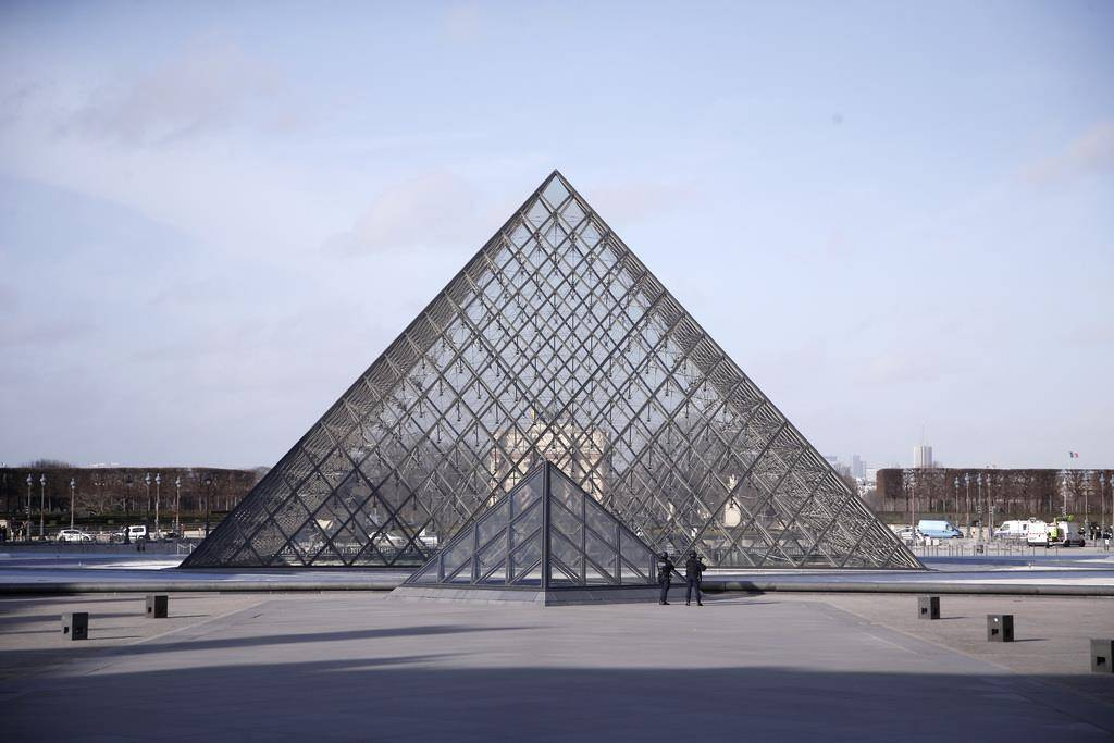 Schüsse beim Louvre