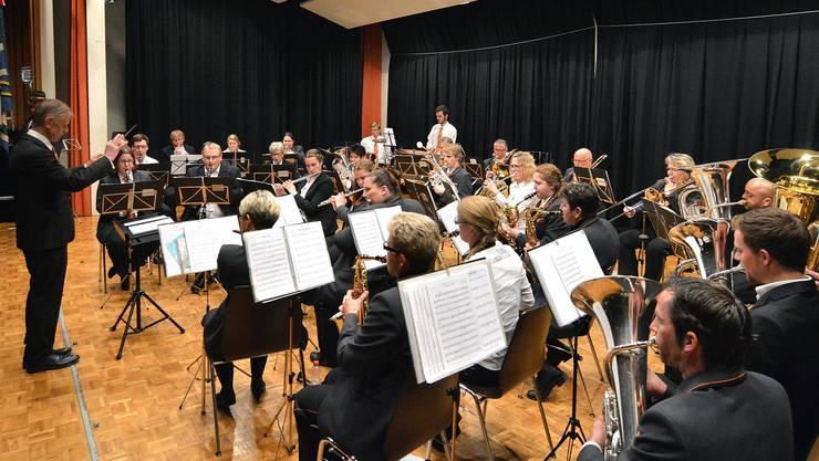 Die MG Gunzgen am Jahreskonzert unter Leitung von Marcel Heutschi.