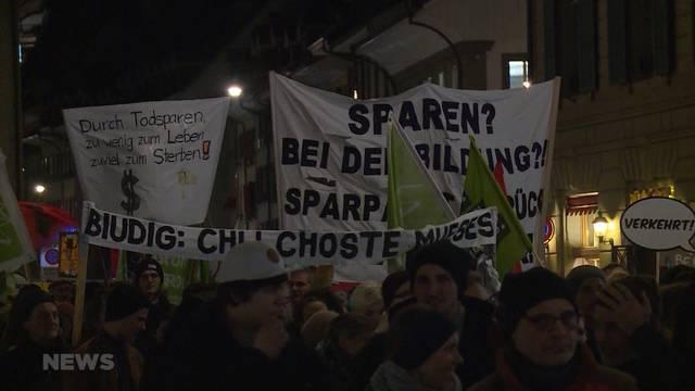 Berner demonstrieren gegen sozialen Abbau