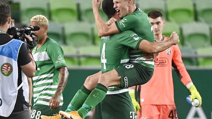 Die Spieler von Ferencvaros feiern den Einzug in die Champions-League-Playoffs