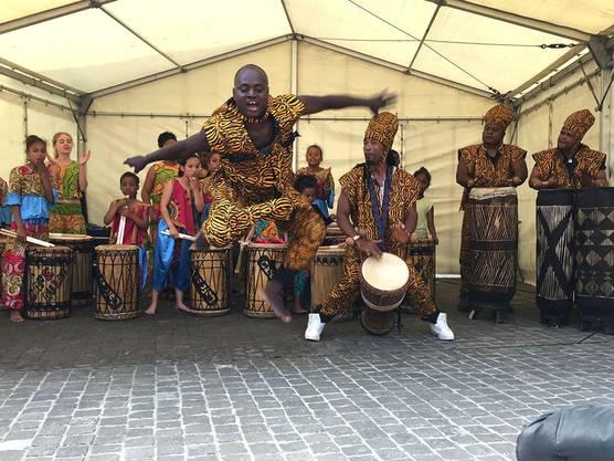 Die Afrotanzgruppe Café au Lait begeistert mit ihrer Energie.