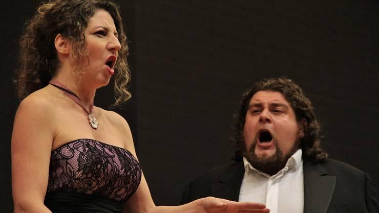 Sie hatten das Publikum schnell im Griff: Tenor und Sopranistin singen «Gia i sacerdoti adunansi» aus «Aida».sen