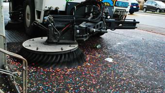 Nach den Umzügen in Möhlin werden jeweils zwischen 10 und 14 Tonnen Konfetti und Abfall eingesammelt.