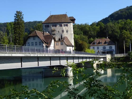 Blick auf die Rheinbrücke bei Kaiserstuhl (Grenze zwischen Schweiz und Deutschland)