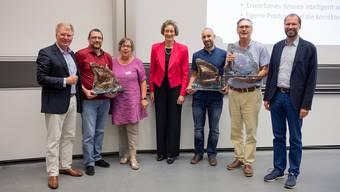 Preisübergabe: Delegation der Schulen Wohlen mit Prof. Dr. Sarah M. Springman, Rektorin der ETH Zürich (Mitte) und Dr. Ralph Schumacher, MINT-Lernzentrum der ETH.